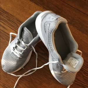ASICS SILVER SNEAKERS  size 7.5